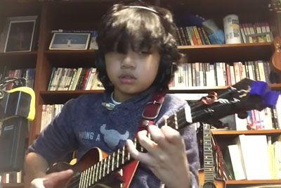 Fant na ukulele zaigral pesem Nirvane, s svojim talentom prevzema svet