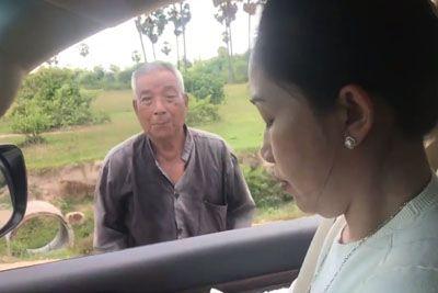 VIDEO: Vozila se je po cesti, ko je videla brezdomce! Njeno dejanje obkroža svet...