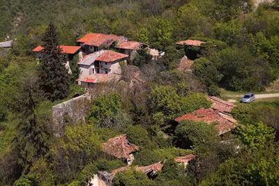 Tako izgleda zapuščena vasica Slapnik, v kateri bodo snemali resničnostni šov