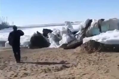 Kakšen prizor iz Sibirije: Ledeni cunami opazovalce pustil brez besed