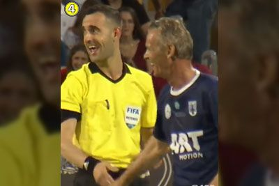 SMEH: Tako si je sodnik med prekrškom privoščil nogometaša