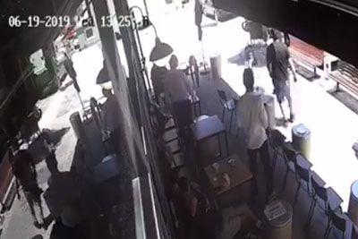 Moški v baru poskrbel za pravico: Tako je med begom ustavil roparja!