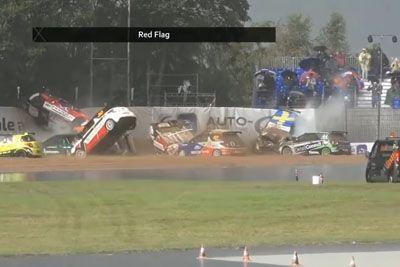 Drama na razmočeni progi: Zaradi hude nesreče je bila dirka prekinjena!