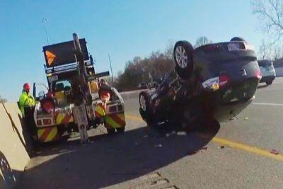 Kakšen šok za voznika: Pred policistom zaradi avtovleke končal na strehi