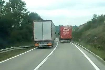 VIDEO: Tovornjakar šokiral Hrvaško: Grozljivo prehitevanje so posnele kamere!