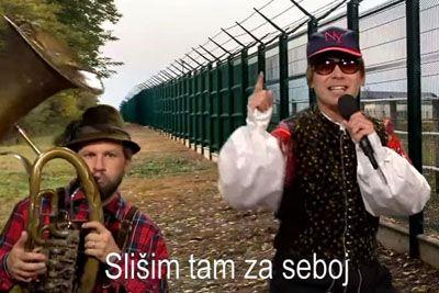 VIDEO: Tilen Artač zapel kot Alfi Nipič: Tako si je privoščil napovedan protest!