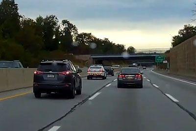 VIDEO: Ker je vozil po prehitevalnem pasu, so ga zaustavili policisti