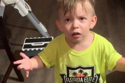 Ko je mama šla v službo, mu ni dala poljubčka: Posnetek fantka je nasmejal svet!