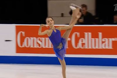 Mlada ruska drsalka navdušila občinstvo: Med nastopom je zamenjala obleko!