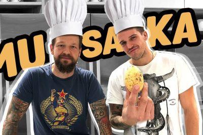 Tim Kores skupaj s kuharjem Binetom Volčičem zapel parodijo o musaki