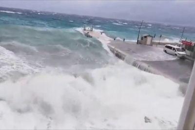 VIDEO: Kaos v Dalmaciji: Razburkano morje povzročilo ekstremne razmere!