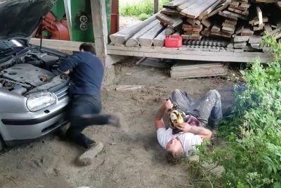 VIDEO: Z motorko je prestrašil prijatelja: Potegavščina se je slabo končala!