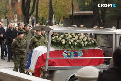 VIDEO: Ganljivi prizori s pogreba Dudeka, žena je neutolažljivo jokala