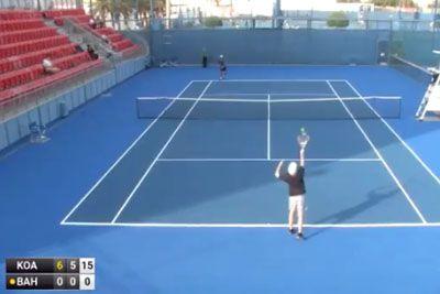 Smeh do solz: Je to najslabši igralec tenisa na mednarodnem turnirju?