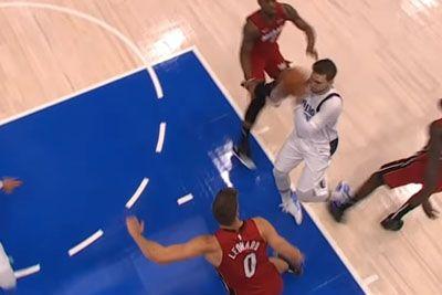 VIDEO: Grozljivka na NBA tekmi: Luka Dončić si je grdo zvil gleženj!