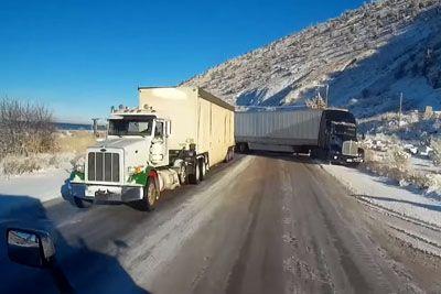 Drama na ledeni cesti: Tovornjak se je za las izognil trčenju!