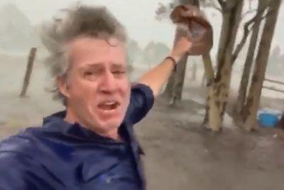 Posnetek, ki obkroža splet: Tako se je dežja v Avstraliji razveselil kmet!