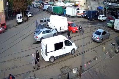 Kamere posnele komedijo: Ne boste verjeli, kje je parkirala!