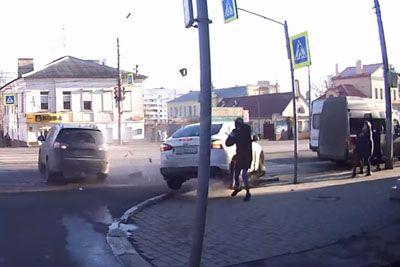 Grozljivka iz Rusije: Pešci so se za las izognili tragičnemu koncu!