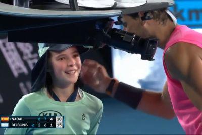 Rafael Nadal v glavo zadel deklico: Opravičil se ji je s poljubom!