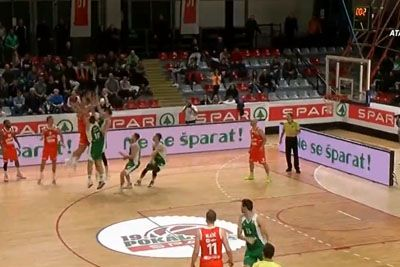 Edo Murić v zadnji sekundi zadel noro trojko, komentator ni mogel verjeti
