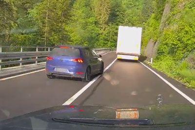 VIDEO: Po mokri cesti prehiteval čez polno črto, Slovenci ob posnetku razdvojeni