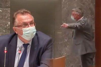 Drama v parlamentu, poslanca sta si skočila v lase: