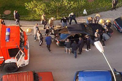 Rusi se ne šalijo: To so storili z vozilom, mimo katerega gasilci niso mogli!