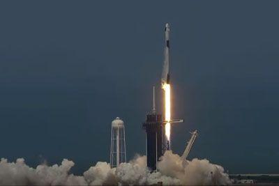 VIDEO: Izstrelitev rakete SpaceX: Človeška posadka uspešno poletela v vesolje!