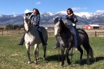 Jezdila je konja, nato je odprla šampanjec: Takoj je spoznala svojo napako!