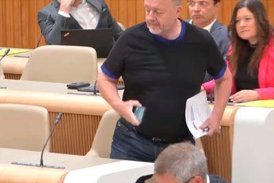Zmago Jelinčič zapustil sejo: