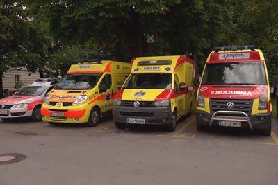 VIDEO: Vandal sredi Ljubljane prerezal pnevmatike šestih reševalnih vozil