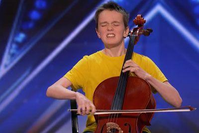 Deček na violončelo zaigral uspešnico Ariane Grande: Sodniki so bili navdušeni!