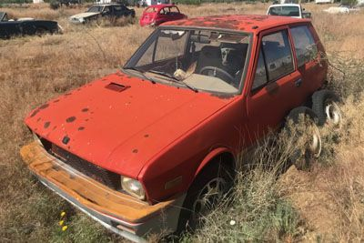 Yugo 15 let stal v puščavi: Bo avtomobil še vžgal?