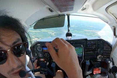 Pilot doživel šok: Na letalu se je med letom odprla loputa za prtljago!