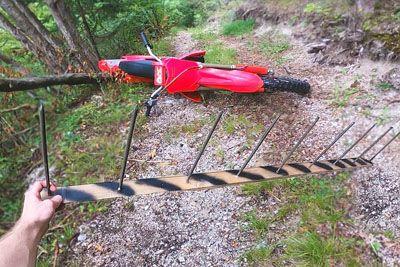 Motokrosist iz Slovenije naletel na gozdno past: Lahko bi ga stalo življenja!