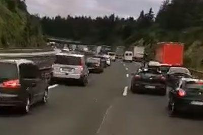 Slovenski gasilci zgroženi: Takšen prizor so doživeli med zastojem na avtocesti!