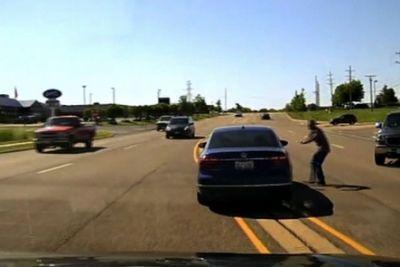 Med vožnjo je doživel napad: Življenje mu je rešil pogumni voznik!