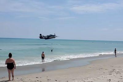 Na plaži posneli nesrečo letala: Pristalo je kar v morju!