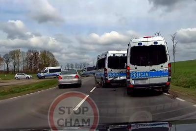 Drama sredi ceste: Posneli so verižno trčenje policistov!