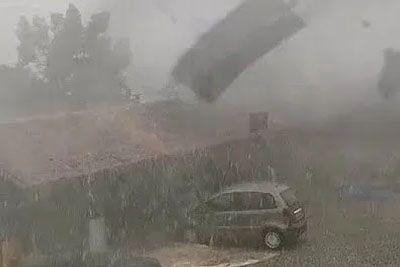 Nor posnetek toče v Italiji: Prizor, ki spominja na vojno območje!
