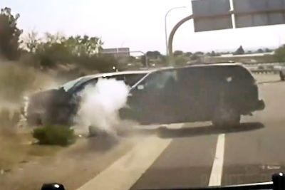 12-letnik bežal pred policisti, nato se je zaletel v drugo vozilo